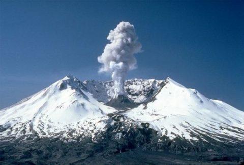 فعالیت کوه آتشفشان تفتان دلیل بوی بد در خاش نیست
