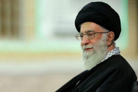 جمعی از مسئولان نظام و سفرای کشورهای اسلامی با رهبر انقلاب دیدار کردند
