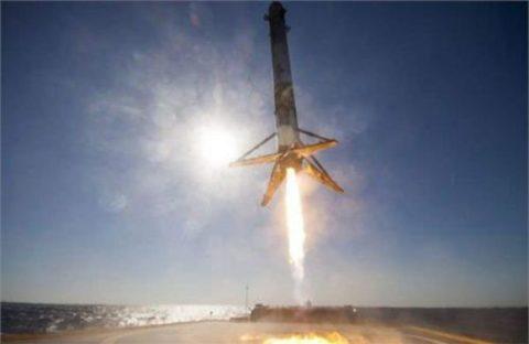 اسپیس ایکس ۱۰ ماهواره به فضا میفرستند