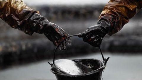 چرا روند کاهش قیمت نفت ادامه دارد؟
