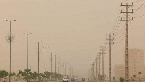 تداوم پدیده گرد و خاک در آسمان اصفهان/ وضعیت هوا از روز جمعه بهبود مییابد