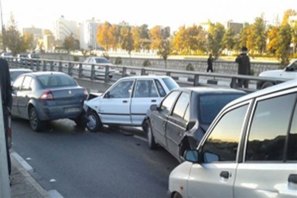 فیلمی-از-تصادف-زنجیرهای-عصر-امروز-در-ولنجک-تهران
