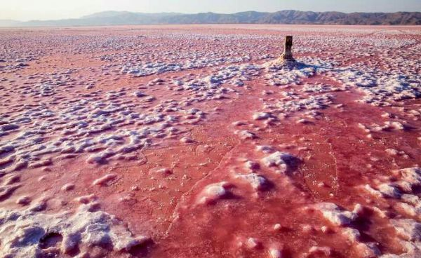 دریاچه-مهارلو-قرمز-شد