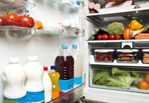 چه مواد غذایی نباید در ظروف پلاستیکی نگهداری شوند؟