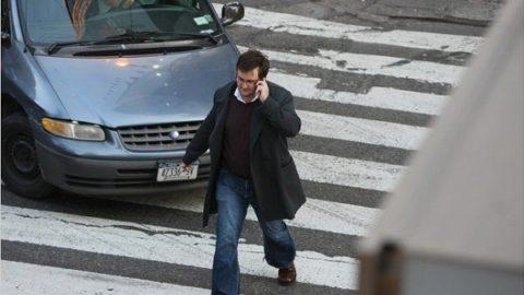 گوشیهای هوشمند نحوه راه رفتن انسان را تغییر میدهد