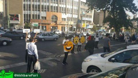 فرهنگسازی جوانان تهرانی برای توقف خودروها پشت خط عابر