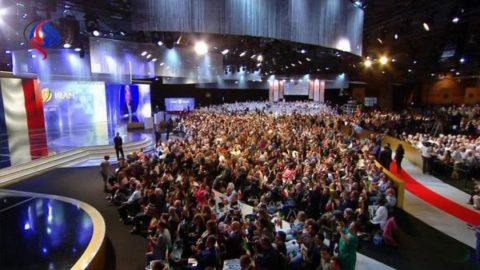 واکنش ظریف به نشست سالانۀ منافقین در پاریس/  فعالیت منافقین در فرانسه را نقطه ابهام در روابط ایران و فرانسه
