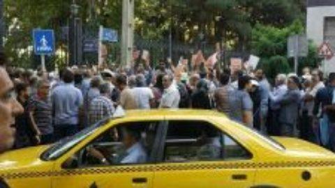 تجمع سپردهگذاران کاسپین و آرمان مقابل بانک مرکزی