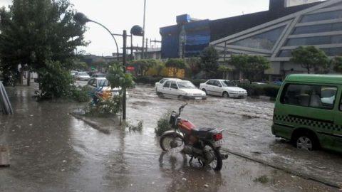 تصاویری از جاری شدن آب در خیابان های دماوند