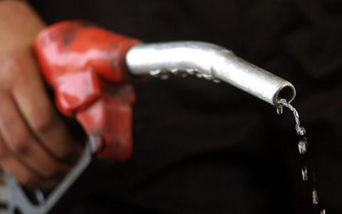 بنزین ۱۵۰۰ تومانی در توان مردم نیست/قیمت بنزین را ۱۲۰۰ تومان تعیین کنید