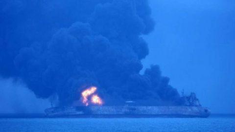 معاون سازمان بنادر: خبر فوت ۳۲ خدمه کشتی سانچی را از منابع چینی شنیدهایم / زمان شروع عملیات تجسس در داخل موتورخانه معلوم نیست