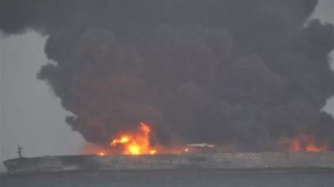 جزئیات آتشسوزی نفتکش ایرانی و مفقودی ۳۲ ملوان؛ چین و کره عملیات نجات را آغاز کردند + اسامی