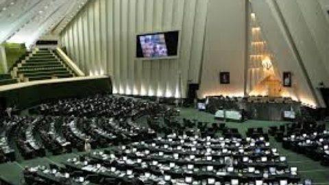 محمدی: دولت اهتمام ویژه ای به بخش دفاعی در سال آینده داشته است/ابطحی:بودجه برخلاف اصل ۵۲ تهیه شده است