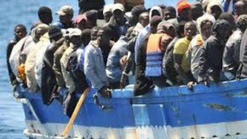 غرق شدن قايق آوارگان در سواحل ليبي/ ۹۰ نفر ناپدید شدند